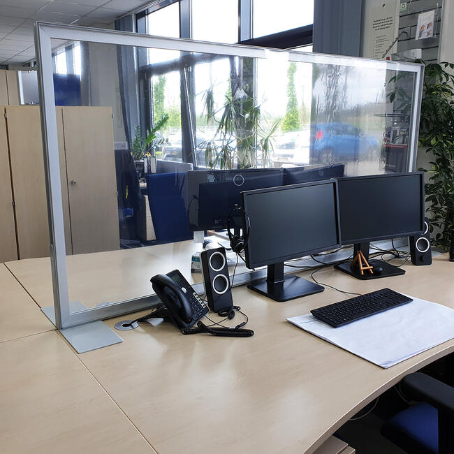"""""""Desk"""" Partition Wall with crystal clear banner"""